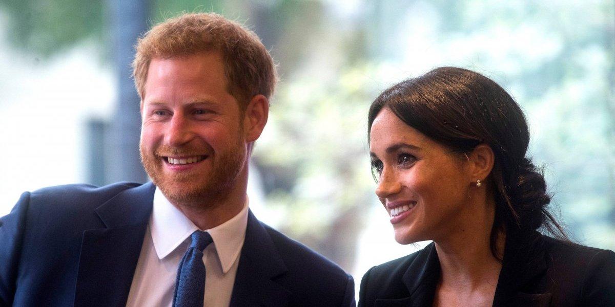 Príncipe Harry quebra protocolo e tem gesto inusitado com fã idosa na multidão