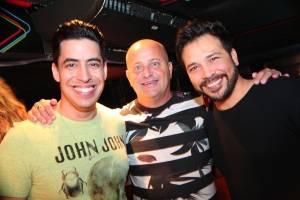 No Vitrine, em Vila Velha, Cicero Ribeiro e os cantores Claudio Ponttes e Léo Lima