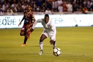 Jugador de Liga de Quito habría vomitado en pleno partido ante Universidad Católica