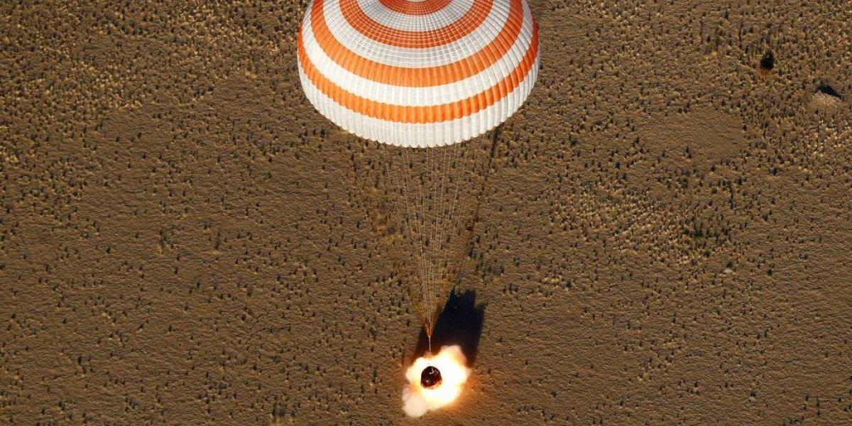 Soyuz aterriza en Kazajistán con tres a bordo
