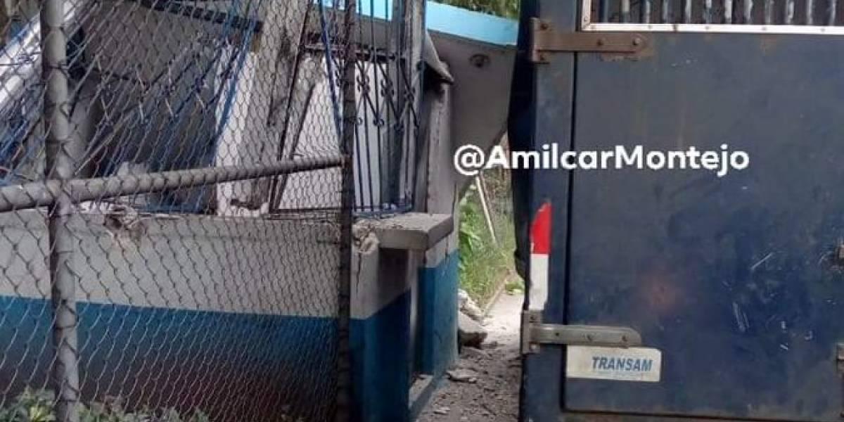 Camión del Sistema Penitenciario colisiona en garita de seguridad del hospital Roosevelt