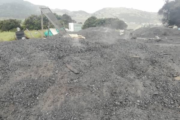 Advierten quemas a cielo abierto en Bogotá para producción de carbón vegetal
