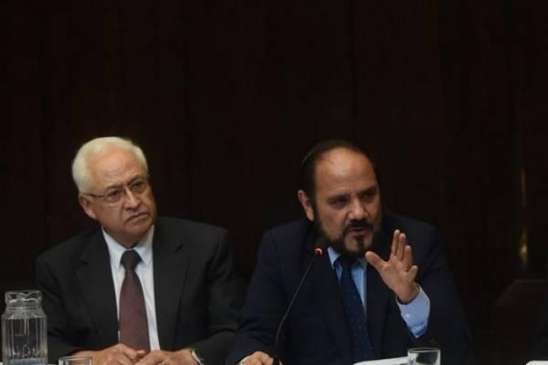 Guerra llegó en representación del presidente del TSE.