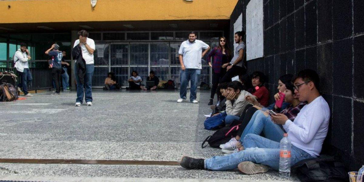 Estudiantes instalan plantón en CU; piden reunión con Graue