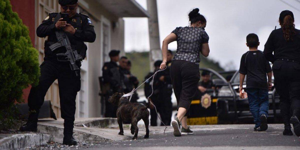 Pit bull custodió el cuerpo de su amo, el prófugo que se quitó la vida para evitar recaptura