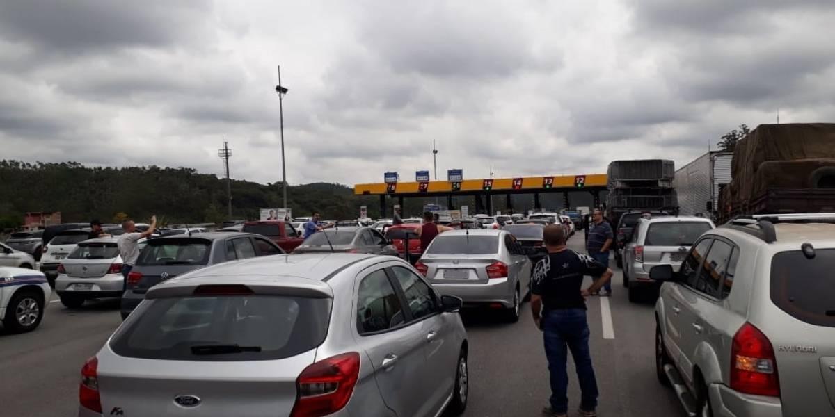 Acidente com moto bloqueia a rodovia dos Bandeirantes