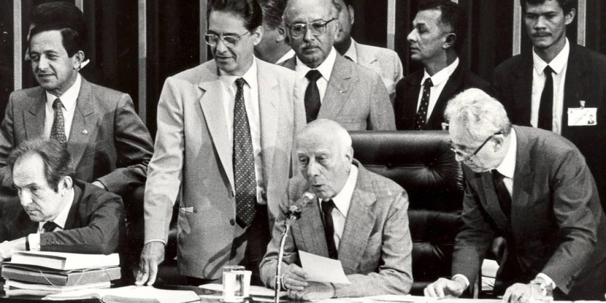 """""""Temos ódio e nojo à ditadura"""": os 30 anos do discurso histórico que promulgou a Constituição do Brasil"""