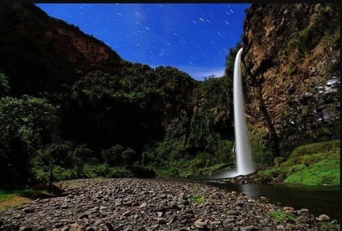 Cascada Cóndor Machay