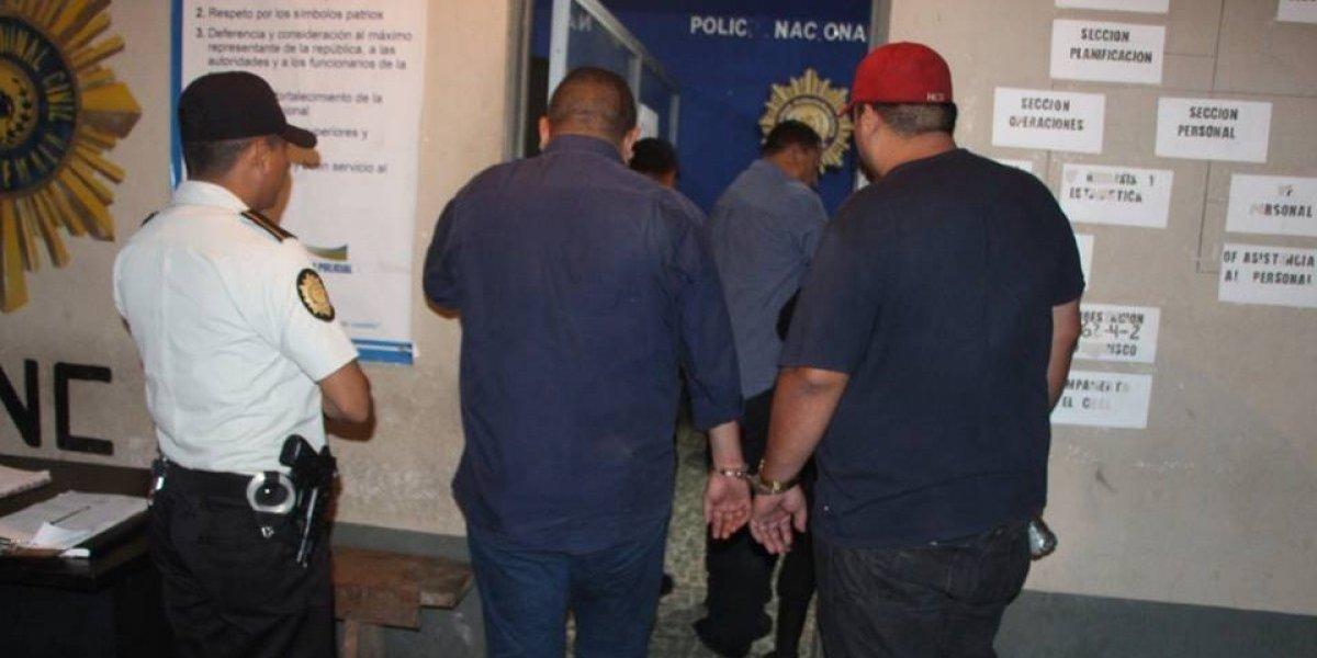 Señalados de robar Q100 mil caen a barranco en Petén cuando intentaban huir de la policía