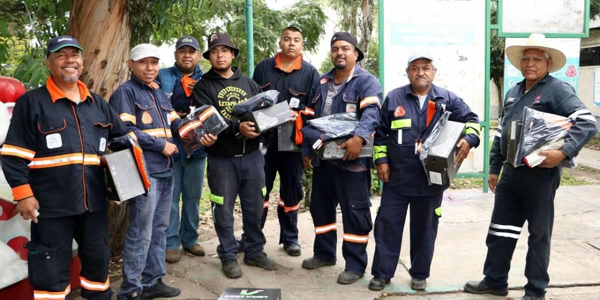 Equipan y uniforman a casi 500 trabajadores de la Central de Abasto
