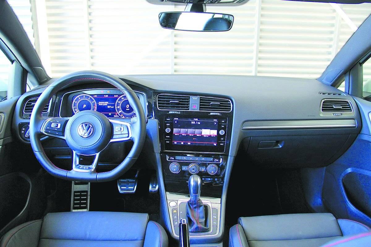 Tela do Volkswagen Golf GTI tem oito polegadas: uma a mais que a concorrência | Alexandre Carneiro/AutoPapo