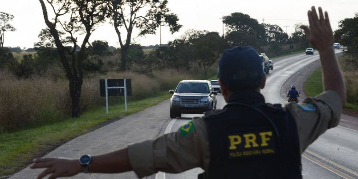 PRF prende três homens em rodovia com dados de eleitores e R$ 13 mil