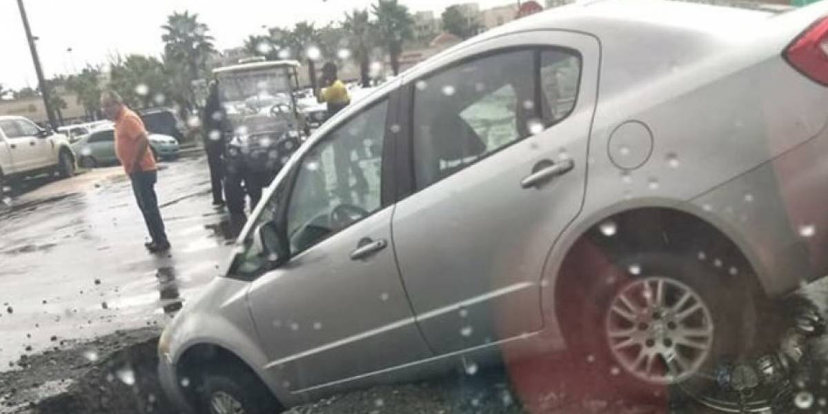 Carro cae en tremendo boquete en Trujillo Alto