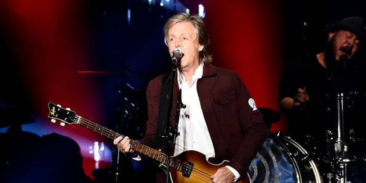 Paul McCartney confundió bandera de Texas con la de Chile