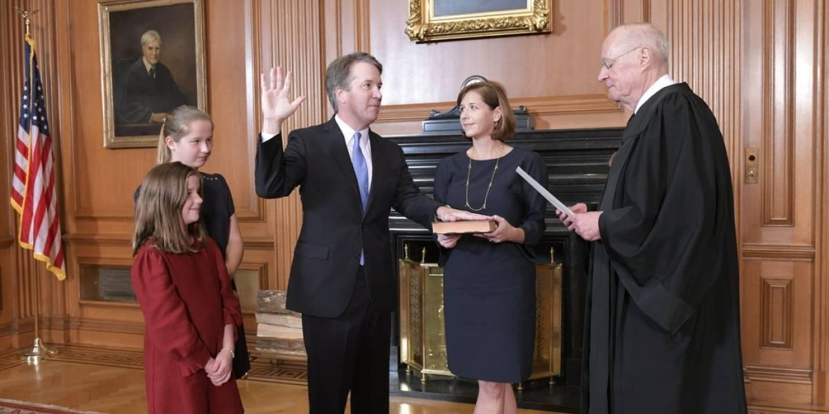 Kavanaugh es investido juez de Corte Suprema tras polémica