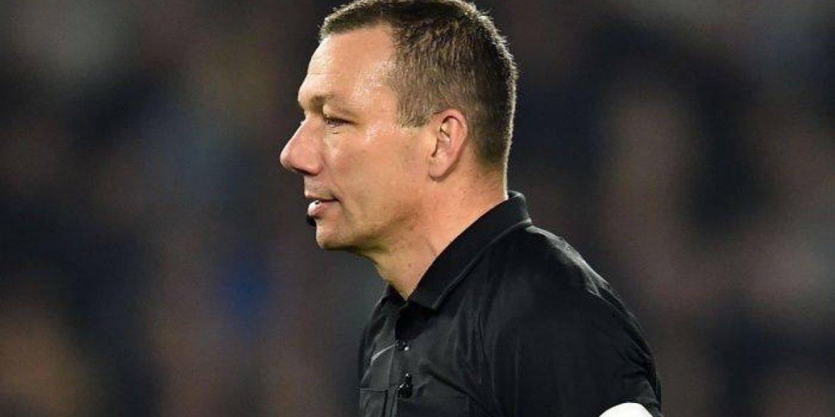 Árbitro detiene partido en la Premier League por juguete sexual
