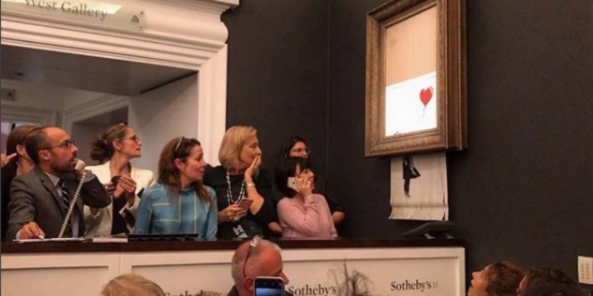 """Compran cuadro de Banksy en 1.4 mdd y se """"autodestruye"""" en plena subasta"""