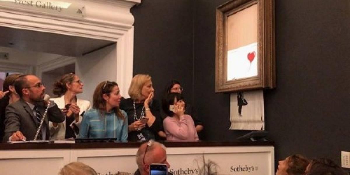 """""""Ahí va, ahí va, se fue"""": Obra de arte de Banksy se autodestruye tras ser vendida por 1,4 millones de dólares"""