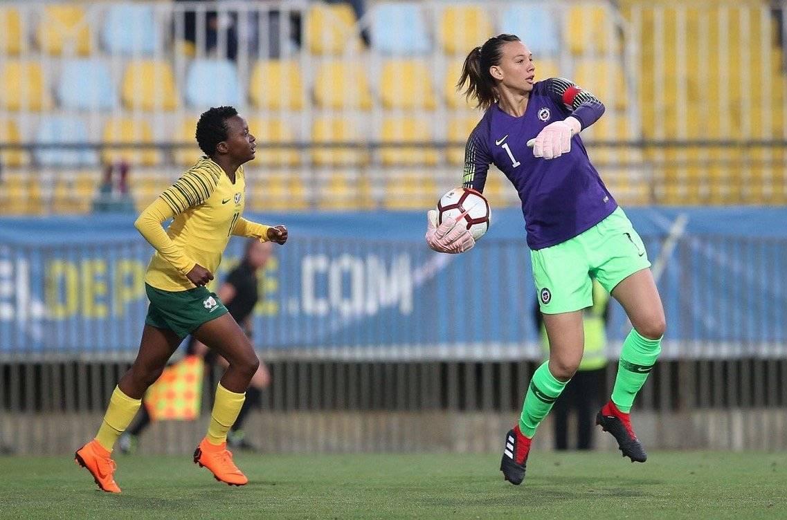 Tiane Endler tuvo un tranquilo partido en el triunfo 2-1 de la Roja femenina sobre Sudáfrica / Foto: @LaRoja