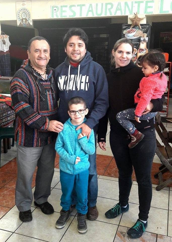 Carlos Haas, su esposa July y sus hijos Valentín y Cecilia, junto con Marco Antonio Garavito, director de la LGHM. Foto: LGHM