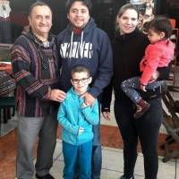 Carlos Haas, su esposa July y sus hijos Valentín y Cecilia, junto con Marco Antonio Garavito, director de la LGHM.