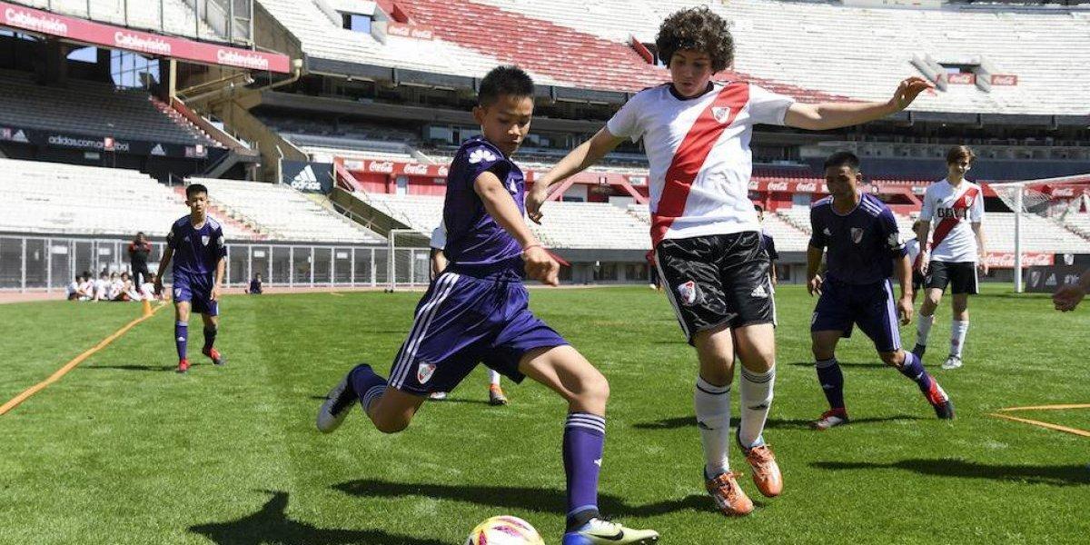 Niños tailandeses rescatados de cueva jugaron amistoso ante juveniles del River Plate