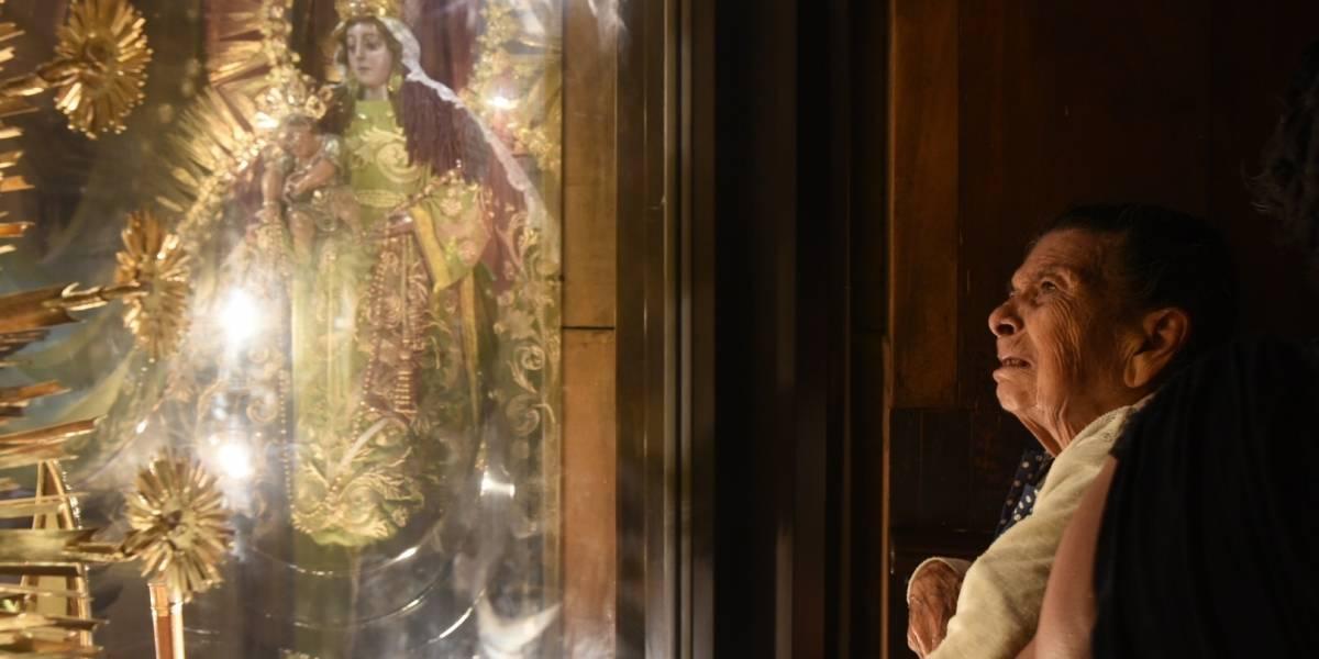 EN IMÁGENES. La fe la motiva a visitar a la Virgen del Rosario