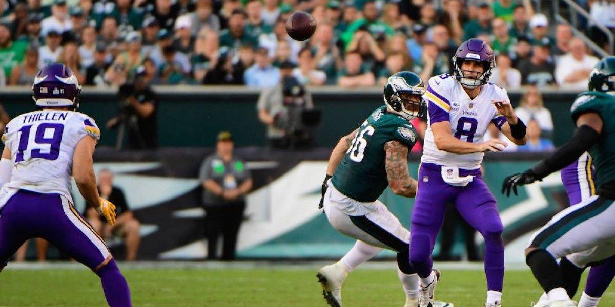 Cousins y la defensa de Vikings maniatan a los campeones Eagles