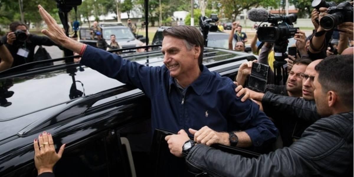 Bolsonaro arrasa, pero no llega al 50%