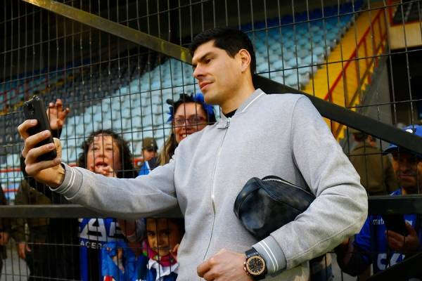 Carlos Lampe se despidió de Talcahuano durante la victoria 3-0 de Huachipato sobre la UC en el CAP / Foto: Photosport