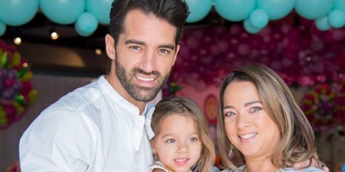 Adamari y Toni Costa celebran siete años juntos