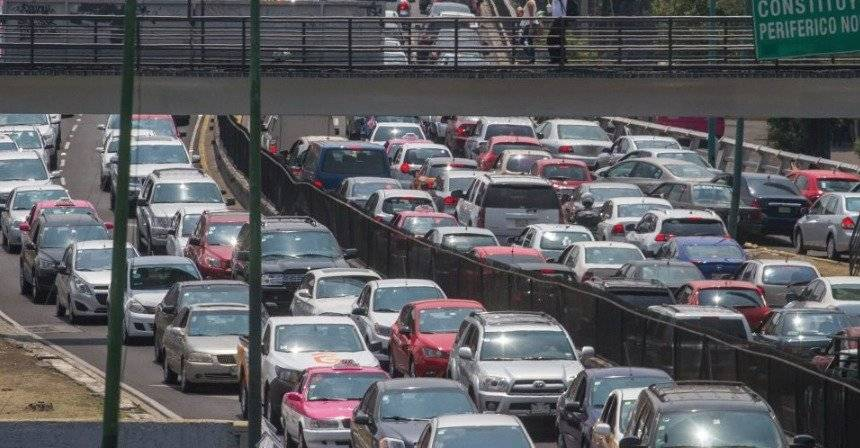 El tráfico mata 28% de la productividad de los empleados; los hace más vulnerables al estrés, obesidad, angustia y detona enfermedades preexistentes / Cuartoscuro