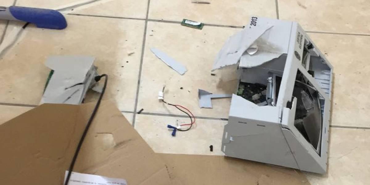 Eleitor destrói urna com marreta em Santa Catarina