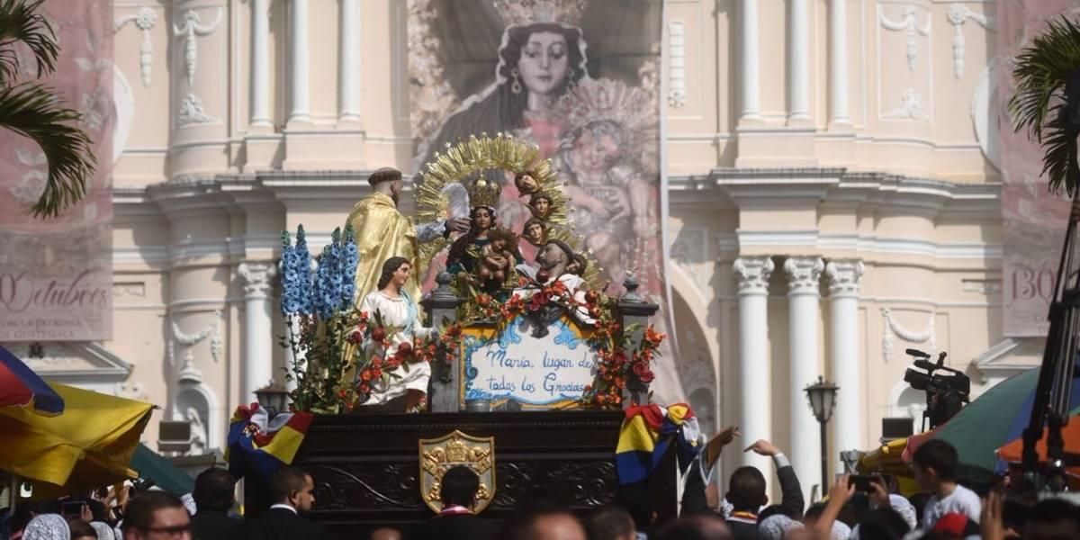 Procesión conmemora 130 años del Mes del Rosario
