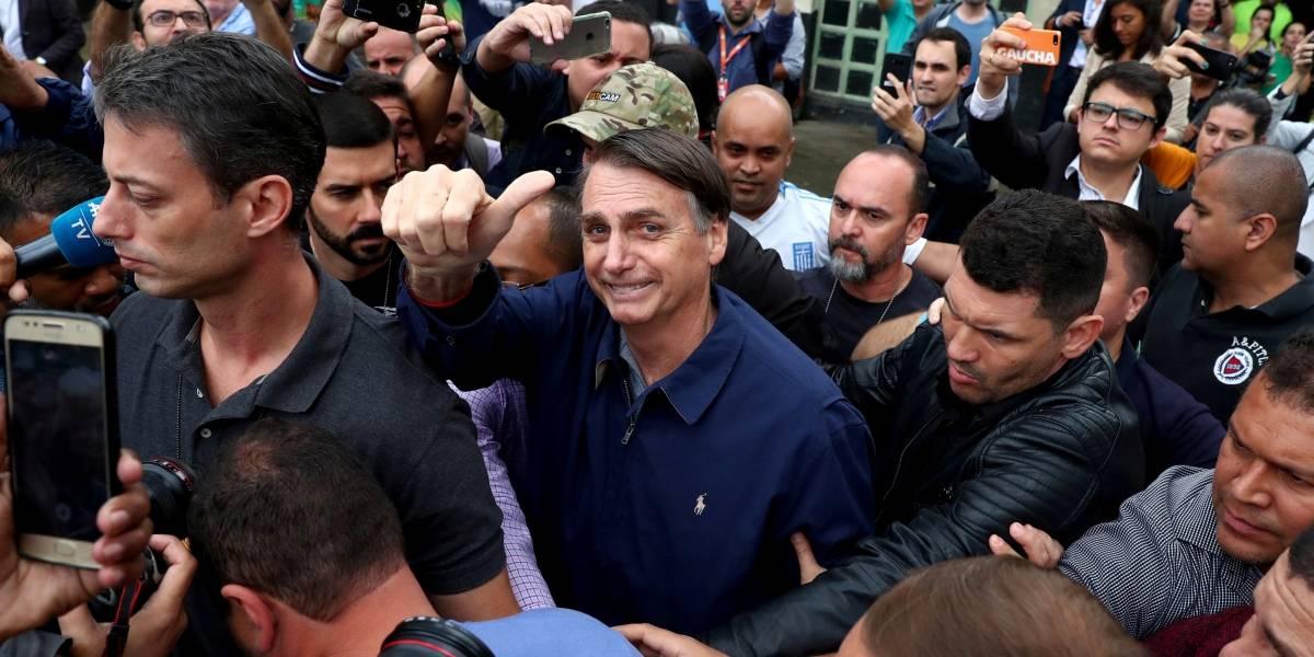 Eleições 2018: Bolsonaro diz que vai ao TSE exigir explicações sobre problemas nas urnas