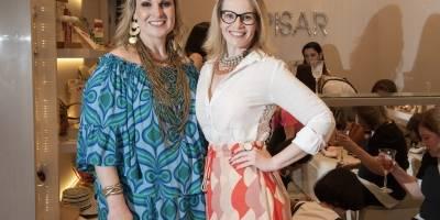 A empresária Karla Fuzari promoveu um burburinho fashion, na ultima quarta-feira, em Colatina. Na foto, está ao lado da irmã Renata Fuzari
