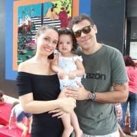 Melyssa Viana com a família em evento para crianças na Bargain Praia do Canto, que aconteceu no último sábado