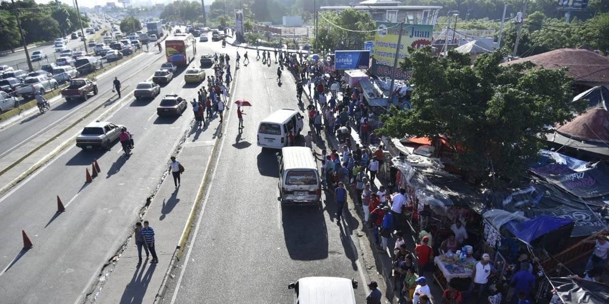 Fenatrano levanta paro que dejó cientos de pasajeros varados