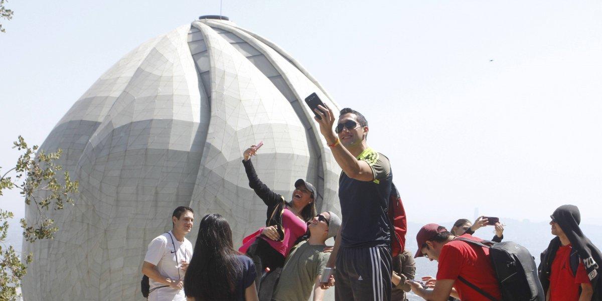 Templo Bahá'í celebra su segundo aniversario como epicentro de las selfies en Santiago