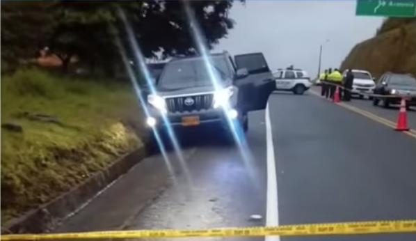 Encuentran cadáveres de una pareja dentro de camioneta abandonada en la vía Armenia - Pereira