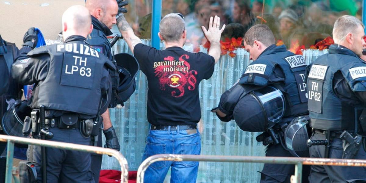 Policía alemana pone fin a concierto neonazi por violencia