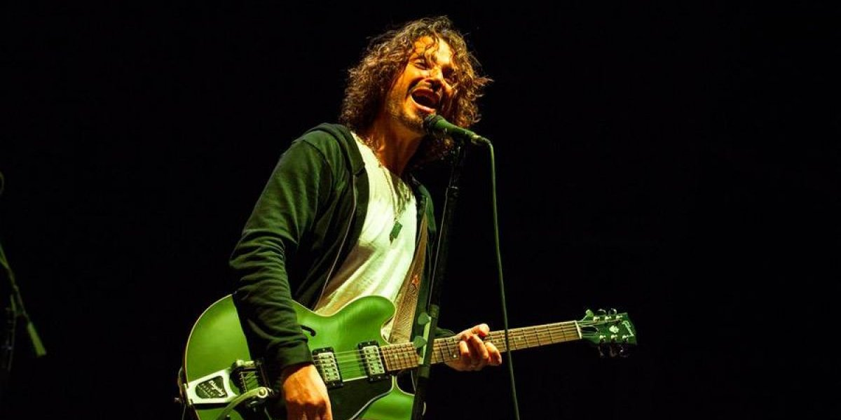 Develan estatua de bronce de Chris Cornell en Seattle