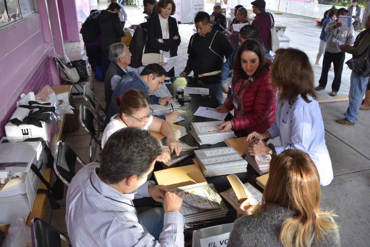 El documento permite identificar a los electores al llegar a ejercer su derecho de votación. Foto: Cuartoscuro.