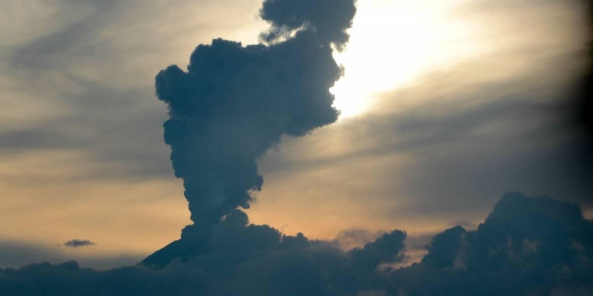 Popocatépetl lanza fumarolas de hasta tres kilómetros de altura