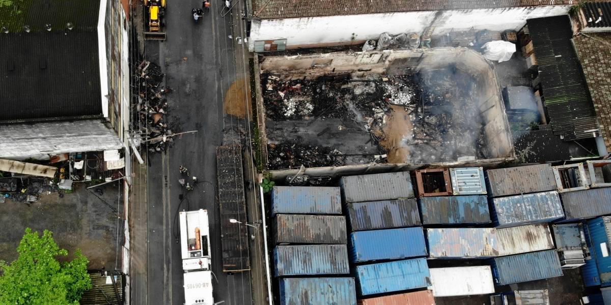 28 bombeiros são internados após incêndio com gás tóxico em Santos