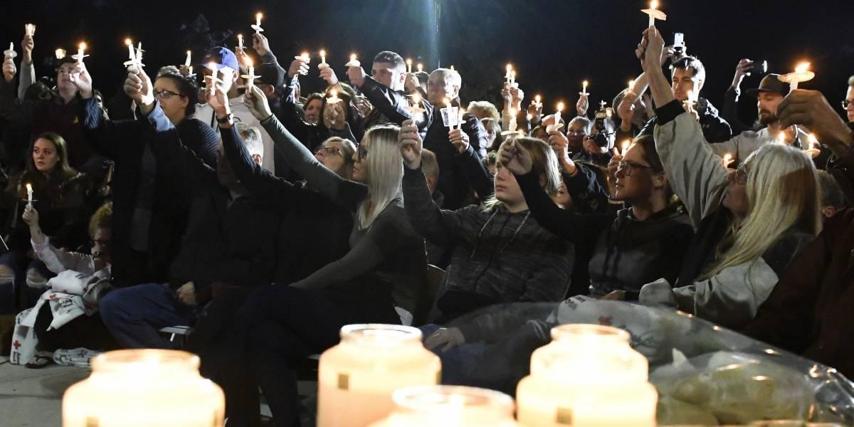 Cientos participan en vigilia por víctimas de accidente en limusina