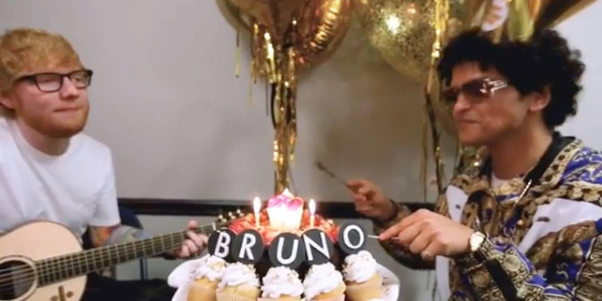 Ed Sheeran é 'contratado' para cantar Parabéns a Bruno Mars