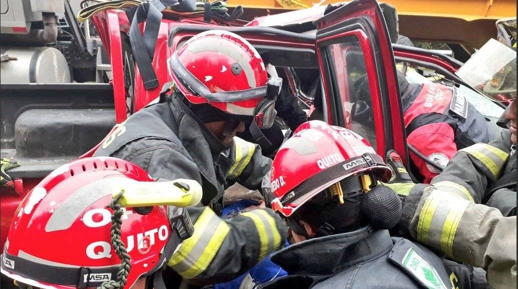 Dos heridos tras accidente de tránsito en Lloa BOMBEROS QUITO