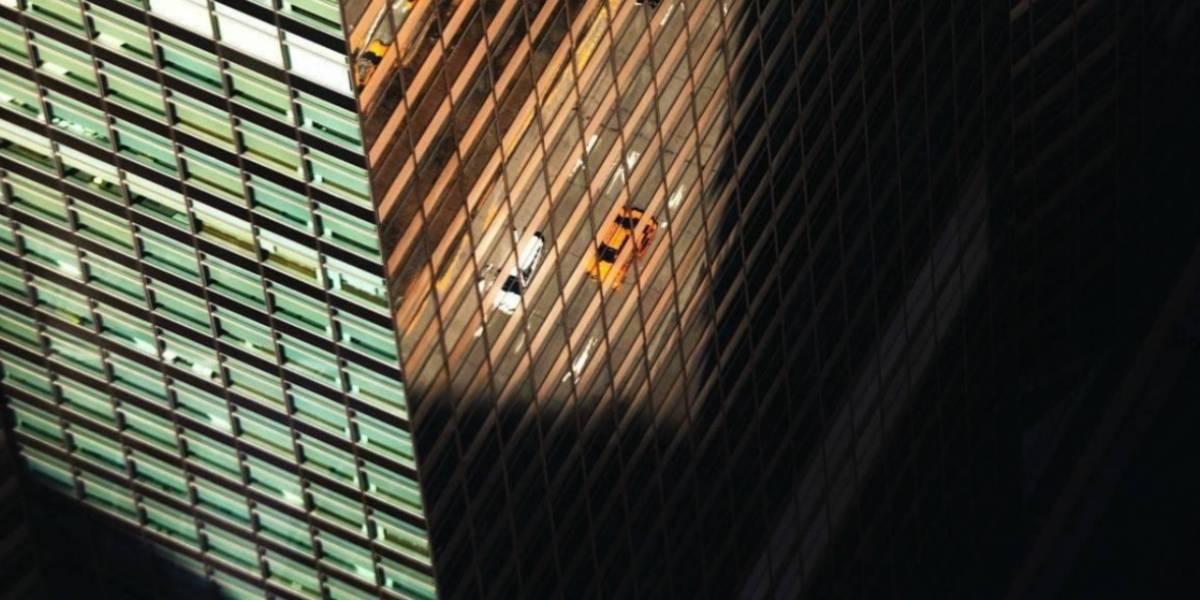 Sujeto arroja a una niña por la ventana y luego se suicida