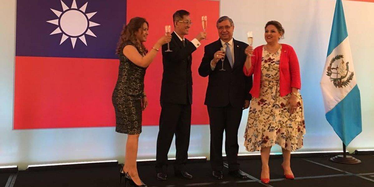 Celebran el 107 aniversario de la Fundación de la República de China (Taiwán)